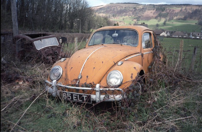 An old and very rusty VW Beetle.